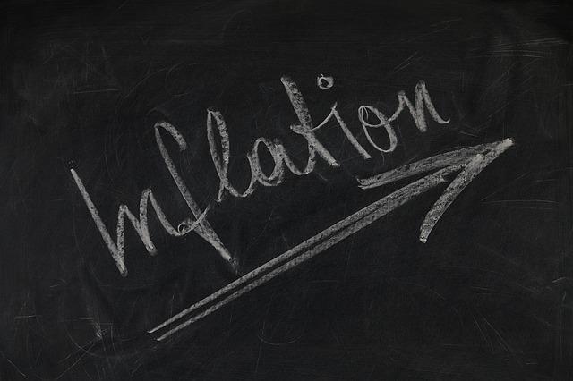 krijtbord met inflatie in het engels erop geschreven