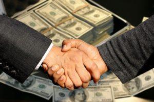 hand schudden omdat er een deal is gemaakt