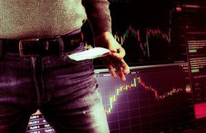 man die zijn broek zakken leegt omdat hij geld heeft verloren op de beurs