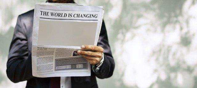 in de kranten koppen staat dat de wereld zal veranderen na corona